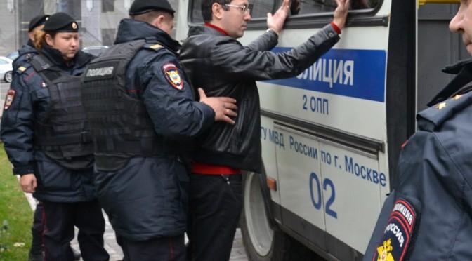 Организатора Русского Марша отправили в СИЗО из-за наличия загранпаспорта